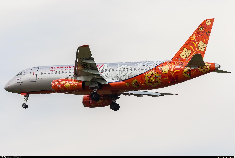 """Sukhoi Superjet-100 - """"В.Борисов"""" в небе"""