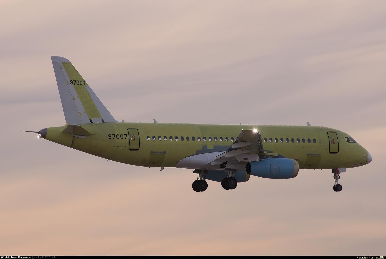 Sukhoi Superjet-100 - 95040 в небе