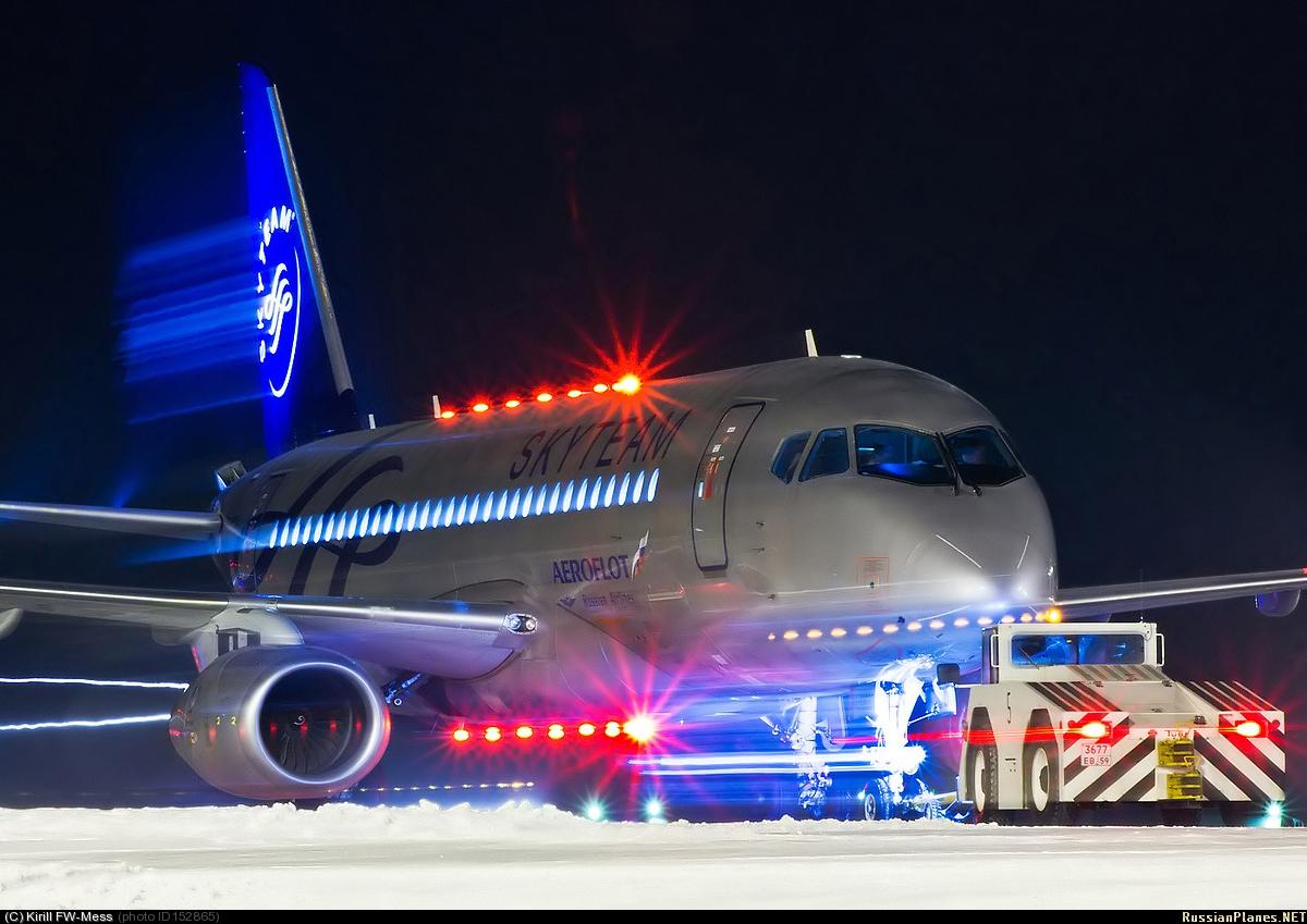 Sukhoi Superjet-100 - очень красивый Суперджет