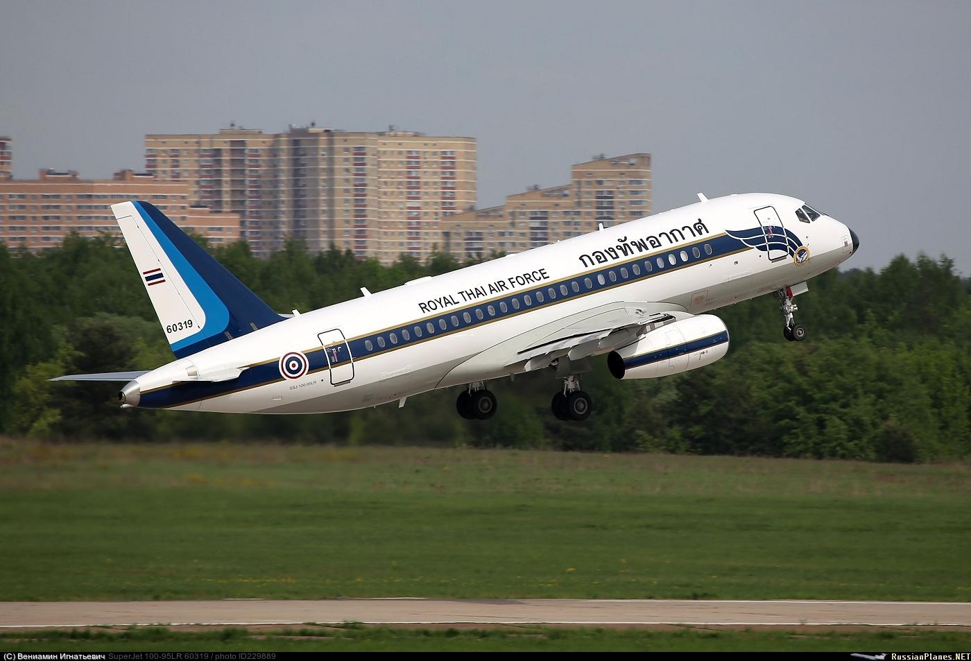Sukhoi Superjet-100 60319 (95132)