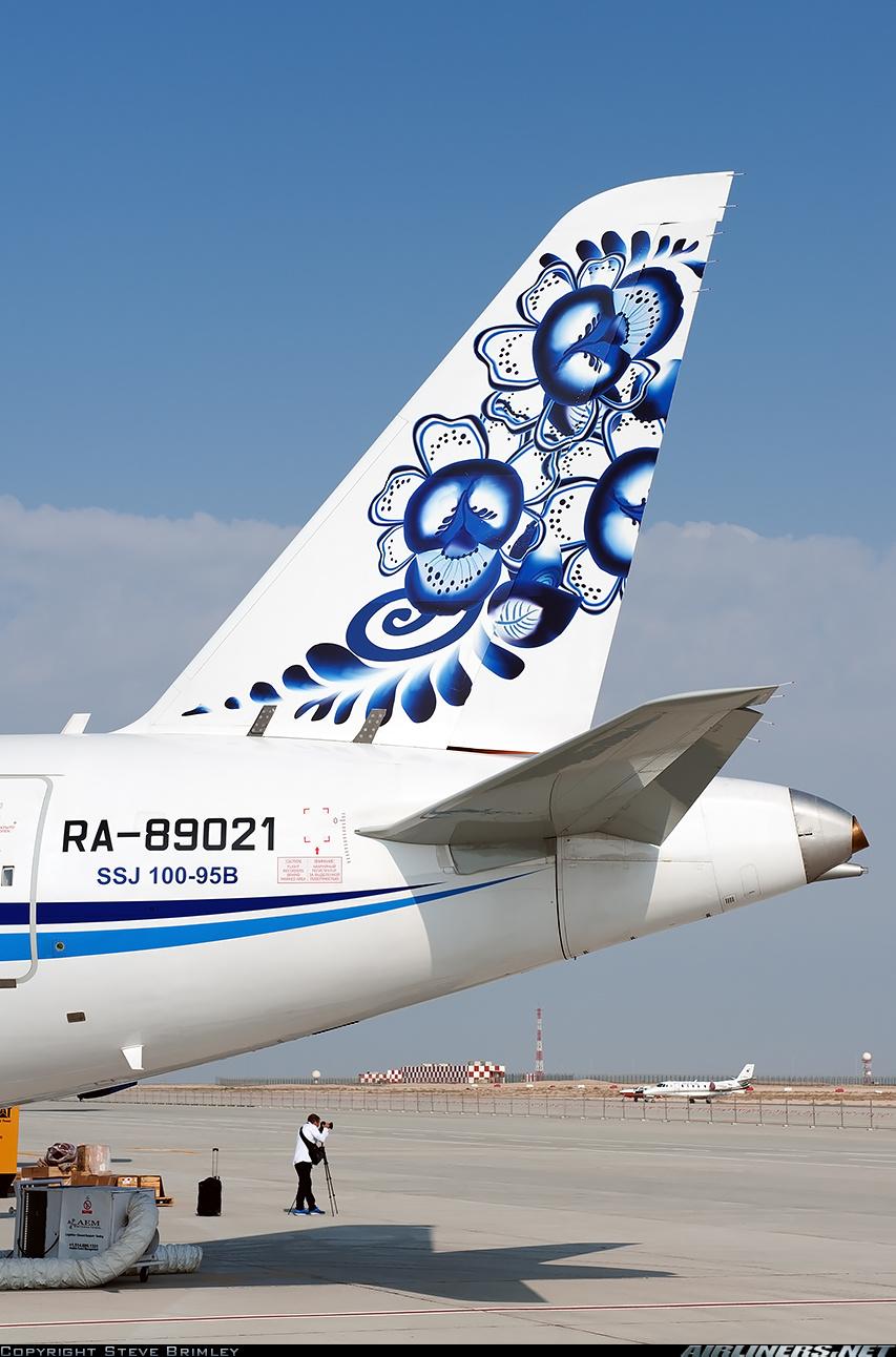 Sukhoi Superjet-100 - Гжель!