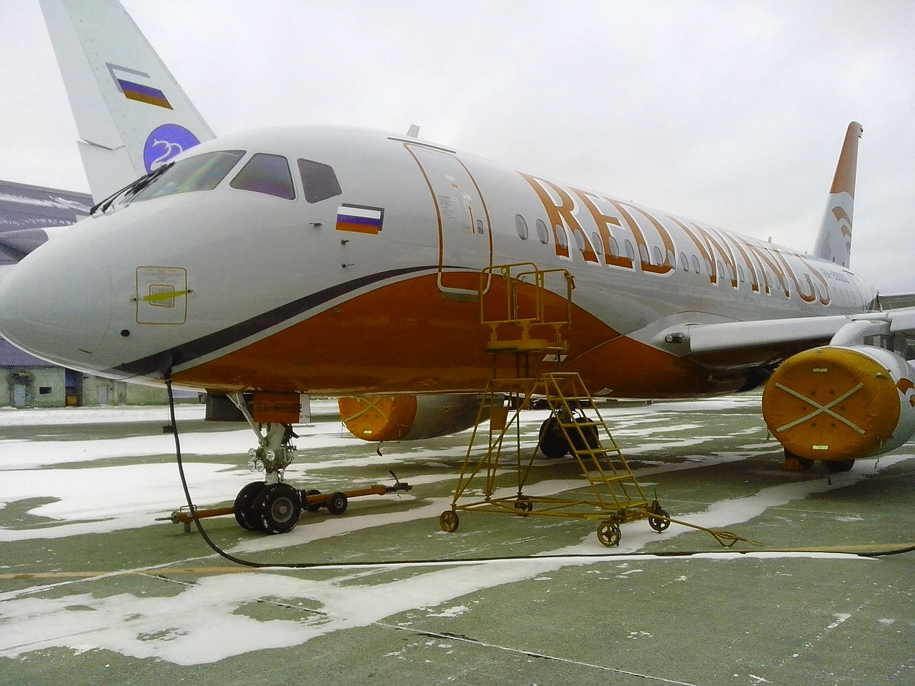Sukhoi Superjet-100 - redwings