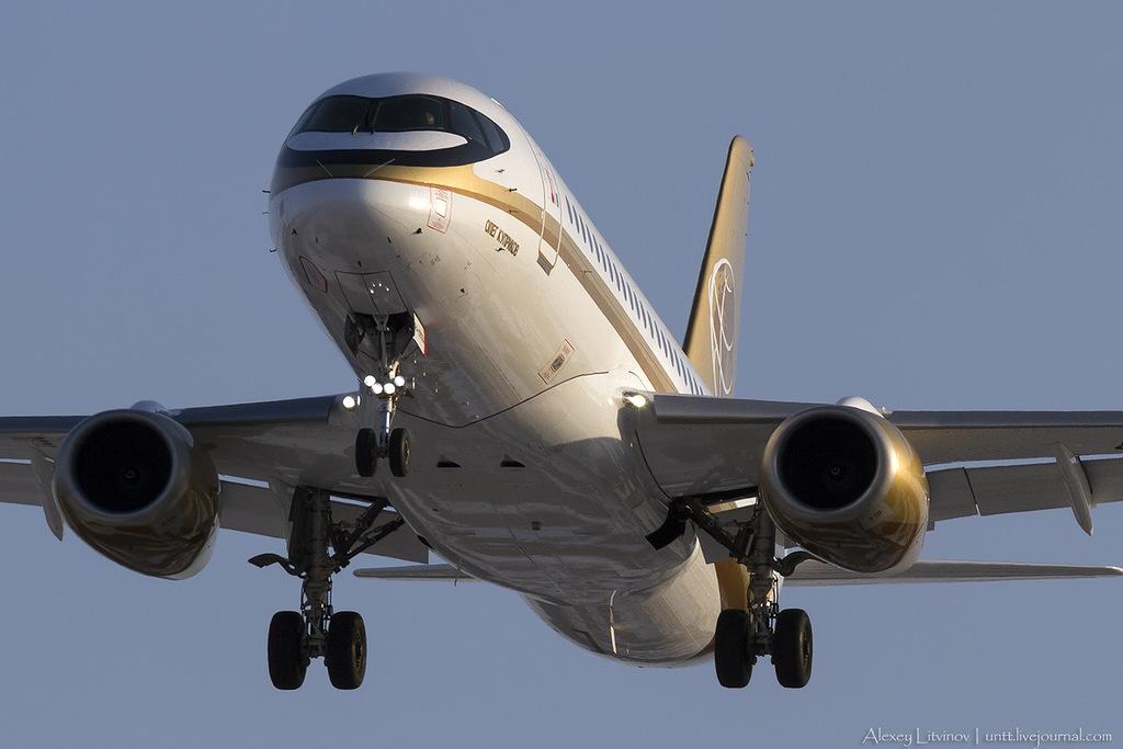 Sukhoi Superjet-100 RA-89004 (95012)