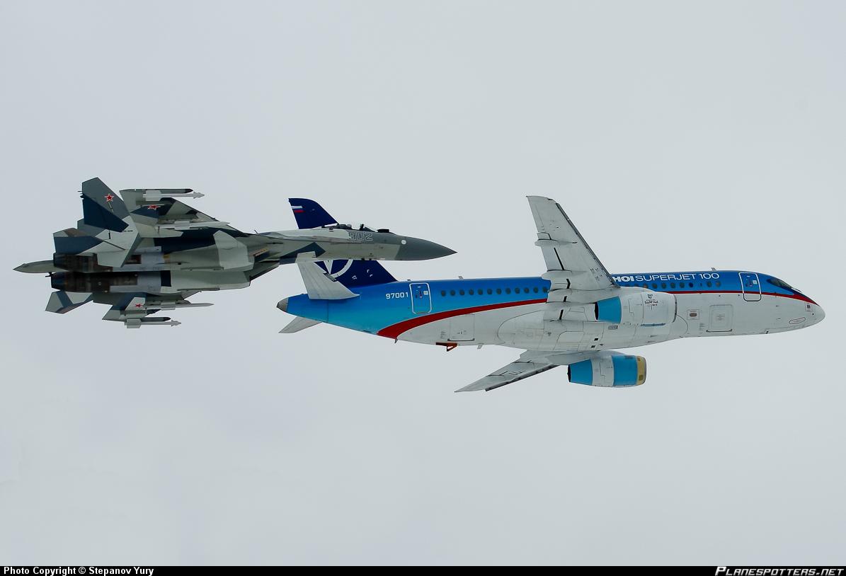 Sukhoi Superjet-100 - С истребителем