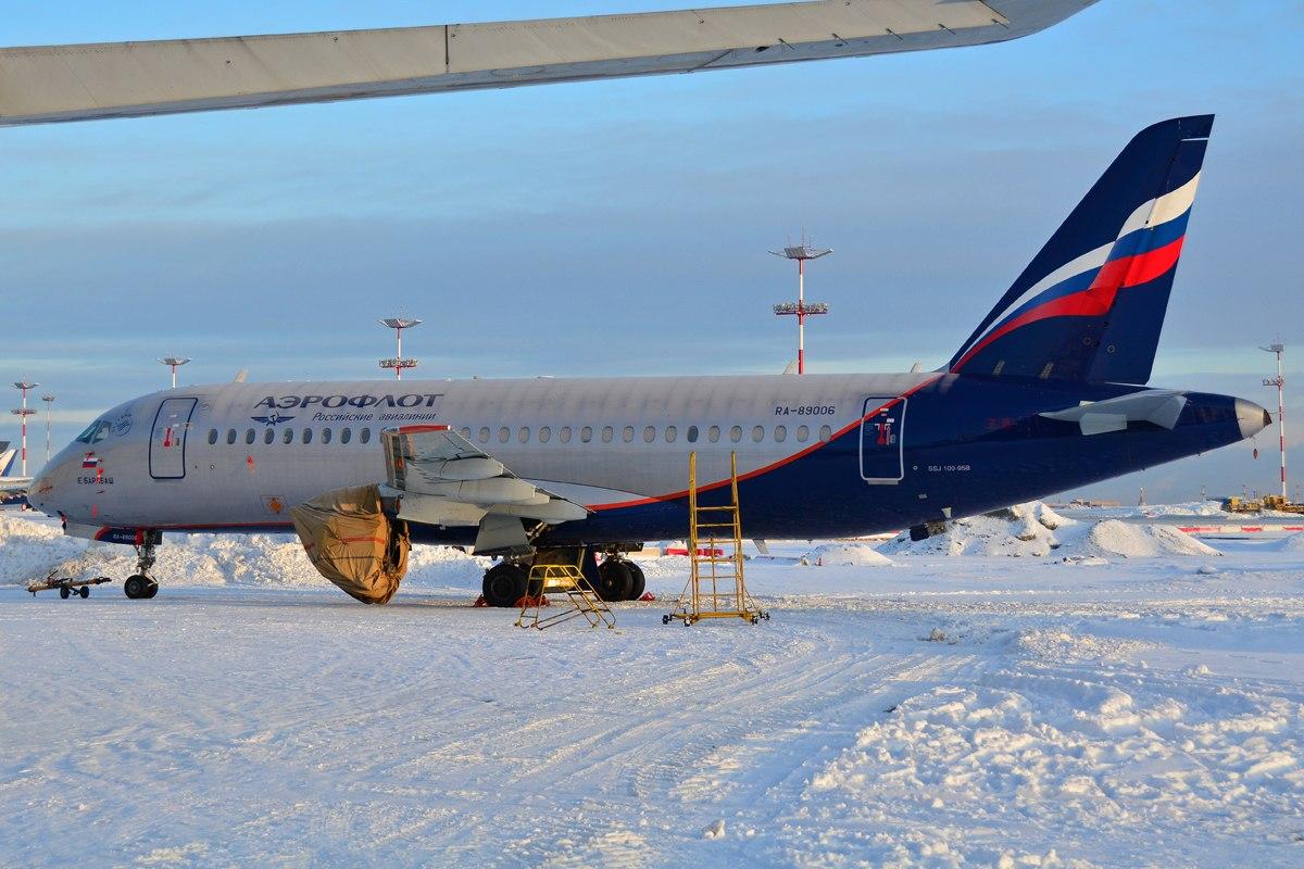 Sukhoi Superjet-100 - RA-89006 без двигателей