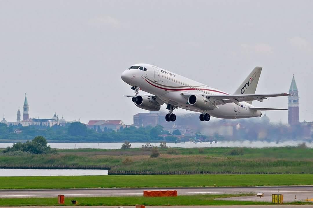 Sukhoi Superjet-100 EI-FWA (95102)