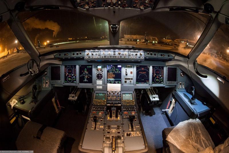 Superjet-100_Yakutia%20%282%29.jpg