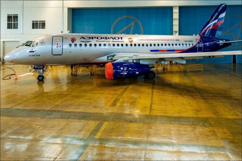 Superjet_RA-89010_CSKA02.jpg