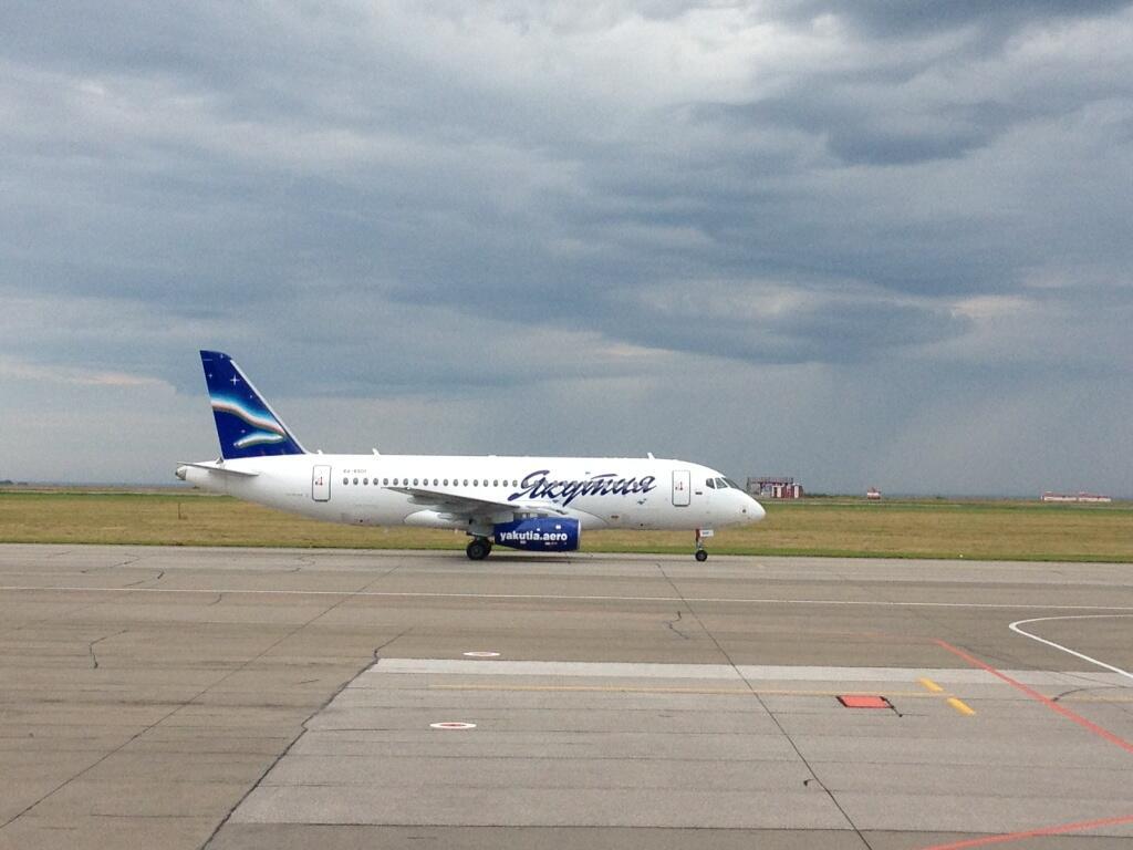 SSJ100_RA-89011_Barnaul_11-08-13.jpg