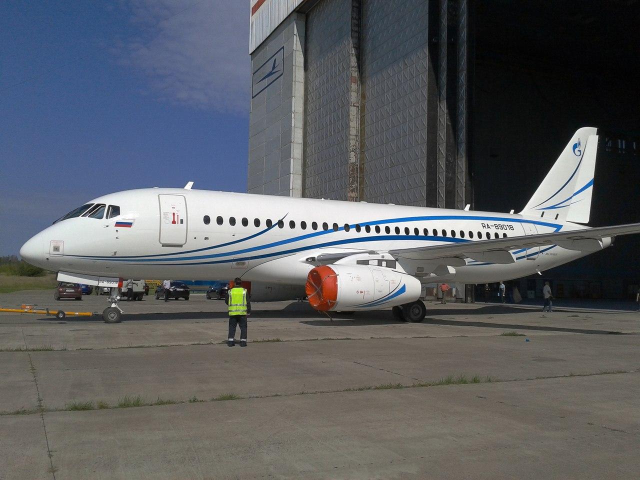 SSJ100_Gazpromavia_4.jpg