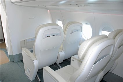 sukhoi-superjet-100-pininfarina-business-class_jpg_425x284.jpg