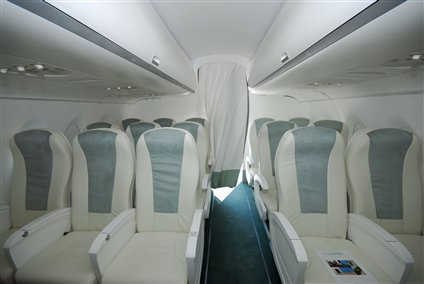 sukhoi-superjet-100-pininfarina-economy-class_jpg_425x284.jpg
