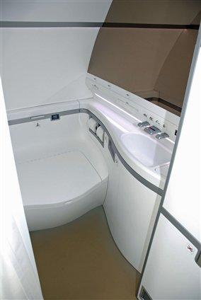 sukhoi-superjet-100-pininfarina-lavatory_jpg_284x425.jpg