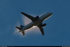 Sukhoi Superjet-100 - Светится в небе