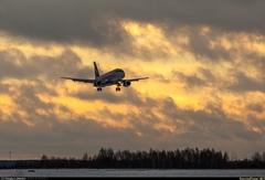 Sukhoi Superjet-100 - RA-89022 на закате
