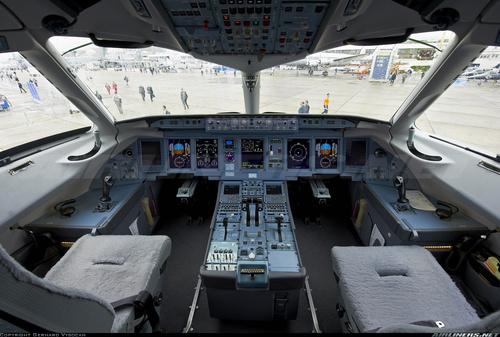 SSJ-100_FD_01.jpg